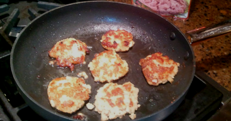 Easy Salmon Patties Recipe with a minimum of muss and fuss!